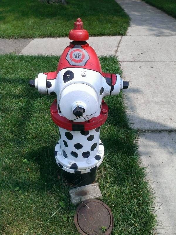 Evidence of Villa Park's Adopt-A-Hydrant program can be seen throughout the village. Here's a tribute to the fire department.