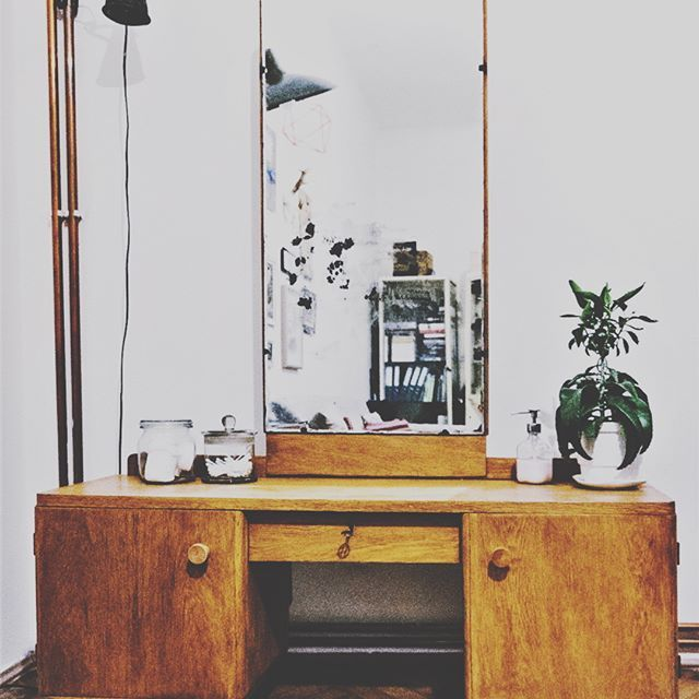 Dresser  #toaletka  #dresser #furnuture #vintagefurniture #60s #70s #prl #midcentury  #midcenturymodern #mirror #vintagefurniture #succulents #kalanchoe #vintage #vintagehomedecor #homedecor #industriallamp #vintagehome #vintagestyle #design #vintagedesign #meble #renovation #restoration #woodenfurniture #home #plants #starocie