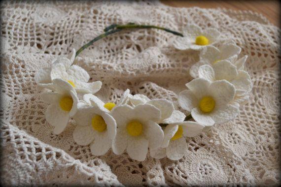 Felt flower necklace felt necklace flower necklace by Gariana