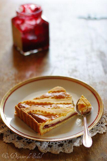 Crostata ricotta e visciole (tarte à la ricotta et griottes typique de Rome...avec pâte au mascarpone)