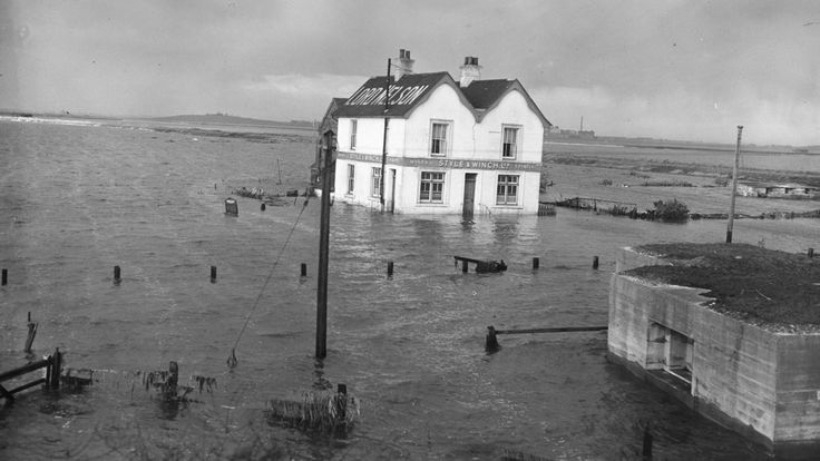 Ten pictures that show what flooding looked like in 1953 – Channel 4 News