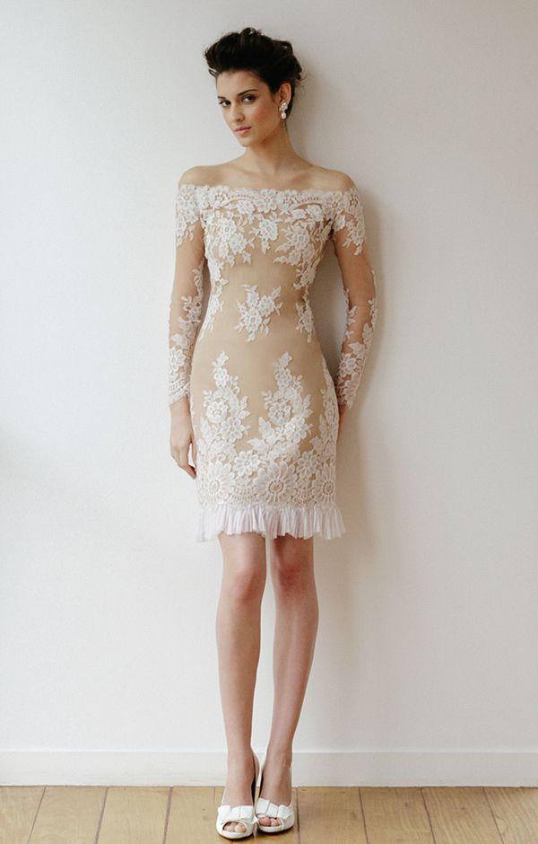 Vestido Curto - Casamento - Transparente - Decotado .