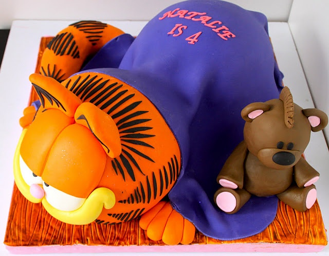 I have to bake this cake for my husband´s birthday, he is my Garfield!!!