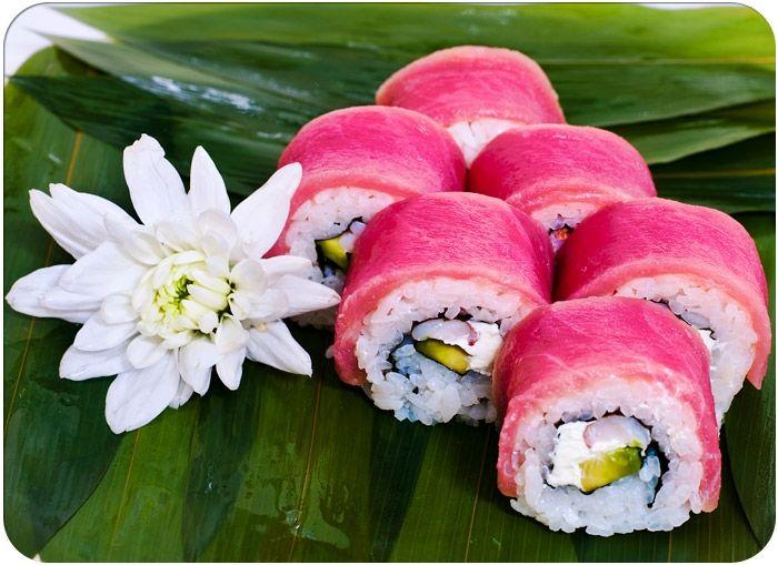 Ролл Красный Дракон Японская кухня — это, прежде всего дары моря, рис, лапша, свежие и маринованные овощи. Еще она немыслима без соевого соуса и соевой пасты мисо, имбиря и чеснока, рисово...