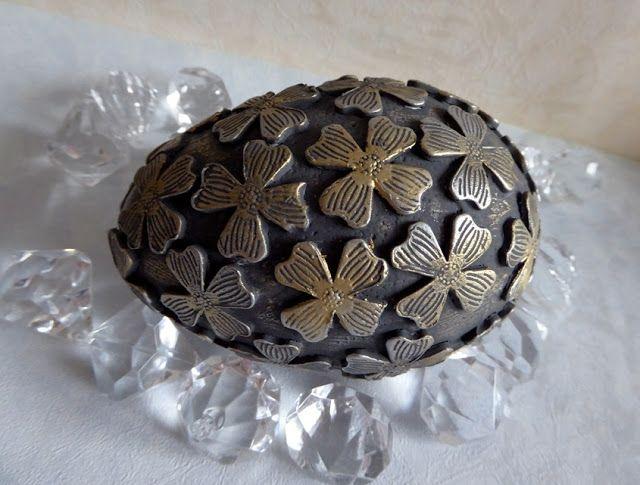 SwiatDecoupage.pl: jajo z woskami metalicznymi
