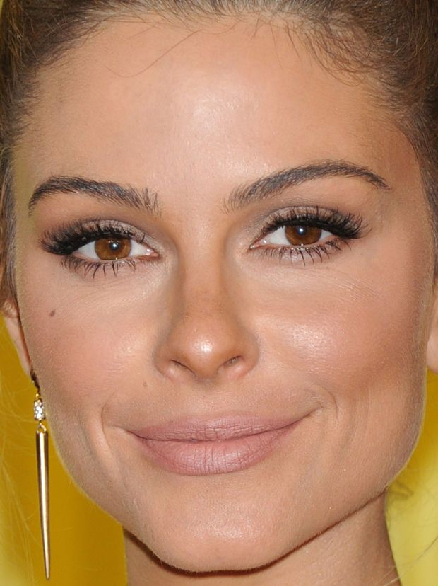 Close-up of Maria Menounos at the 2015 MTV Video Music Awards. http://beautyeditor.ca/2015/09/04/mtv-video-music-awards-2015