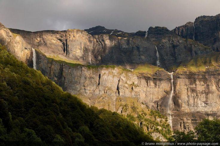 Cirque du Fer-à-Cheval, les cascades - Sixt-Fer-à-Cheval, Haute-Savoie, France