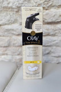 Creeping Beauty:  Olay Total Effects Featherweight Moisturiser SPF15