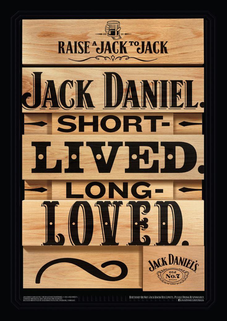 Jack Danields hace gráficas pintadas a mano en madera por su aniversario. #vintage