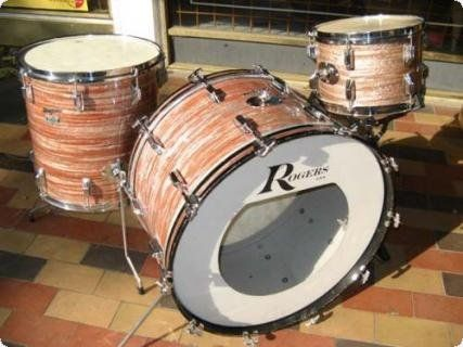 vintage Rogers 13,16,24 in the rare Pink Oyster colour and then with 24'' kick...Excellent condition...