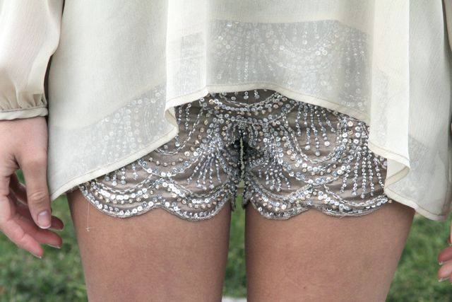 must have these shorts!   Scallops + sequins: Embellishments Shorts, Glitter Shorts, Shorts Shorts, Hot Pants, Sequins Shorts, Outfit, Saia Mini-Sequins, Sparkle Shorts, Lace Shorts