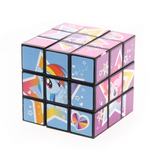 Gekleurde My Little Pony puzzel 5,5 cm. Deze vierkante kubus puzzel van My Little Pony is een ultieme breinbreker. Zorg dat de kleuren weer op de juiste plek terecht komen. 1 oplossing mogelijk met duizenden verschillende draai combinaties. Formaat: ongeveer 5,5 cm.