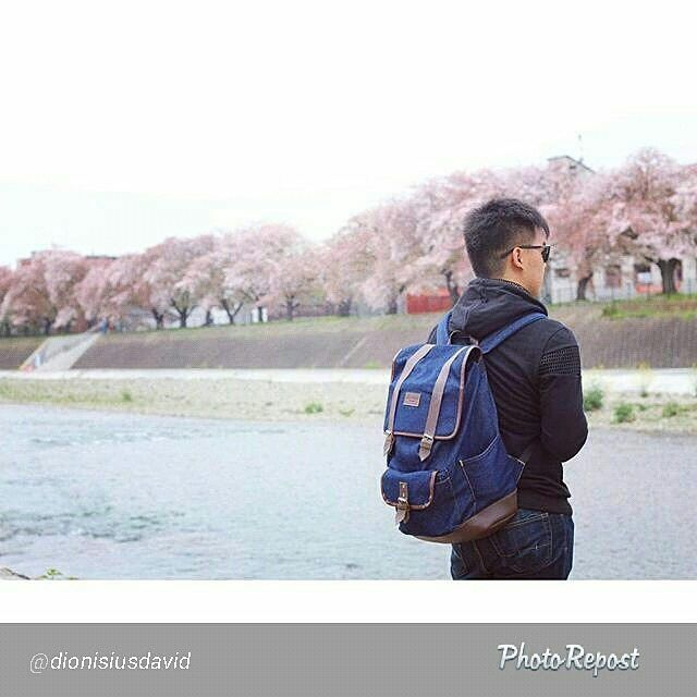 Foto tas Lomberg Malacca Navy di Kamogawa River Japan by @dionisiusdavid  More info : WhatsApp 628112655799  #kamogawa #kyoto #鴨川 #japan #京都 #日本 #beautiful #kamoriver #cute #surfing #river #chiba #kyotojapan #sea #賀茂川 #welshcorgi #surf #sakura #川 #sunny #春 #instagramjapan #pembrokewelshcorgi #sky #sunnyday #いぬら部 #icu_japan #scenery #loves_nippon #dogdailyfeaturesss
