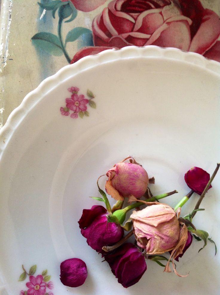 Roses and ceramic