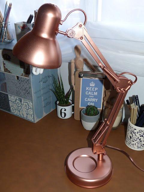 Flexo de escritorio renovado con pintura en spray.