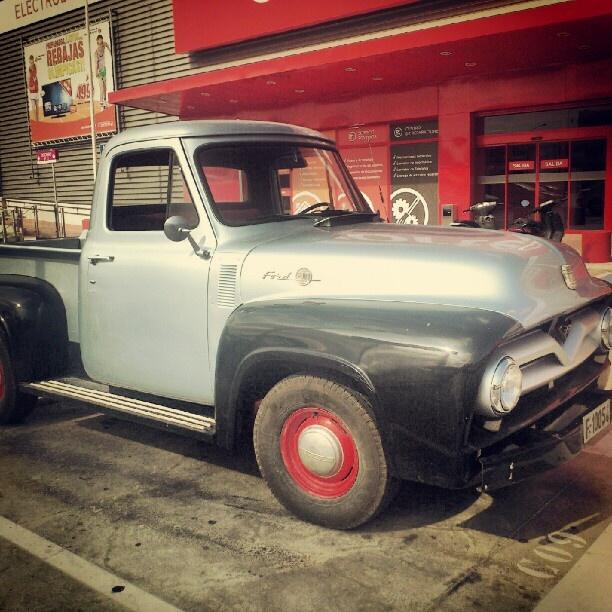 Ford T100 del padre de Clark Kent