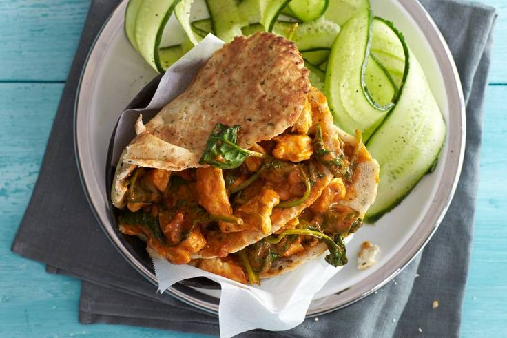 17 februari - Komkommer in de bonus - Heel even de keuken in en je waant je in India: naan gevuld met kip tikka masala - Recept - Allerhande