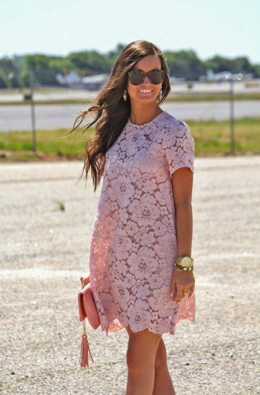 Un lindo vestido color palo de rosa para este calor (shift dress) con lo que se resalta el lado femenino