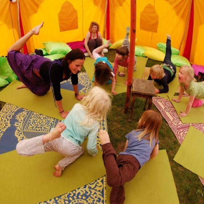 Kinderyoga (alle leeftijden) ~ door Saskia Valk @ Kids Area - Healing Garden Festival. * Kinderyoga is leuk want je hoeft niets en mag lekker jezelf zijn! * Kinderyoga is gezond: het maakt je bewust van je lichaam en hoe het functioneert. * Je spieren worden sterker, je houding krachtiger en je gewrichten blijven soepel. * Ontspanning vergroot je aandachts- en concentratievermogen * Stimuleert creativiteit en fantasie waardoor kinderen in contact kunnen komen met hun innerlijke wereld.