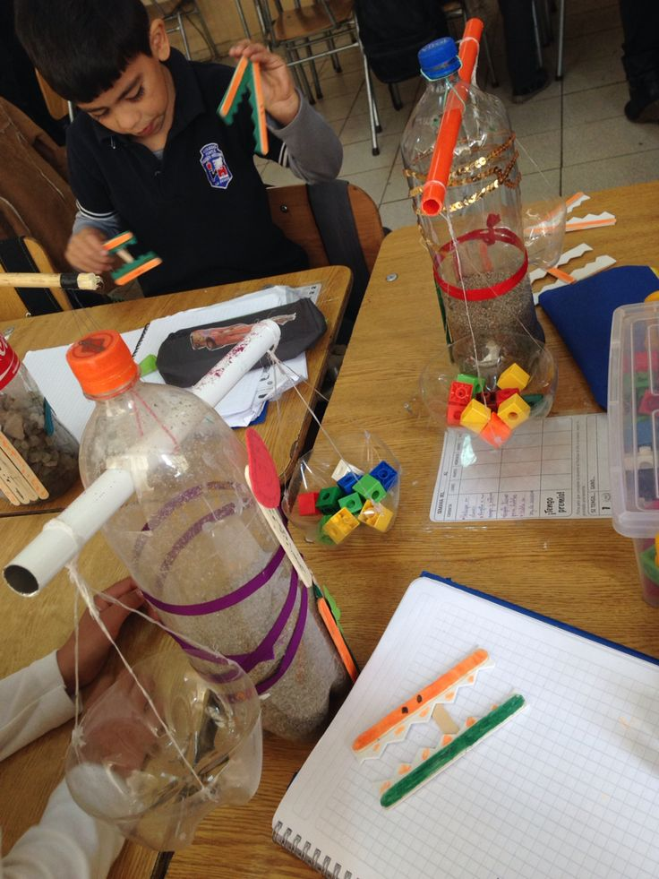 Balanzas de niños- matemáticas - igualdad/ desigualdad