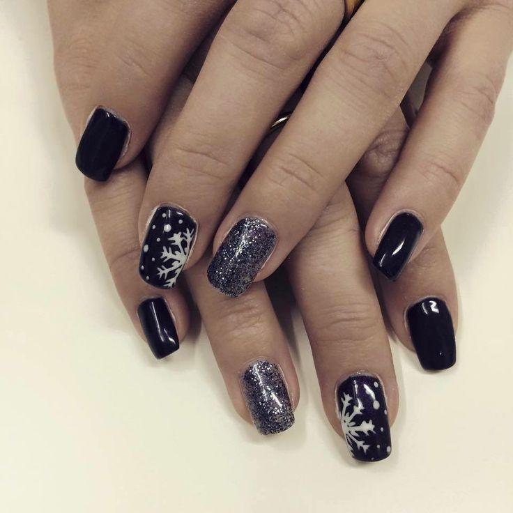 Ongles au gel. Ongles noirs. Flocons de neige. Nails art. Winter nails. Black nails