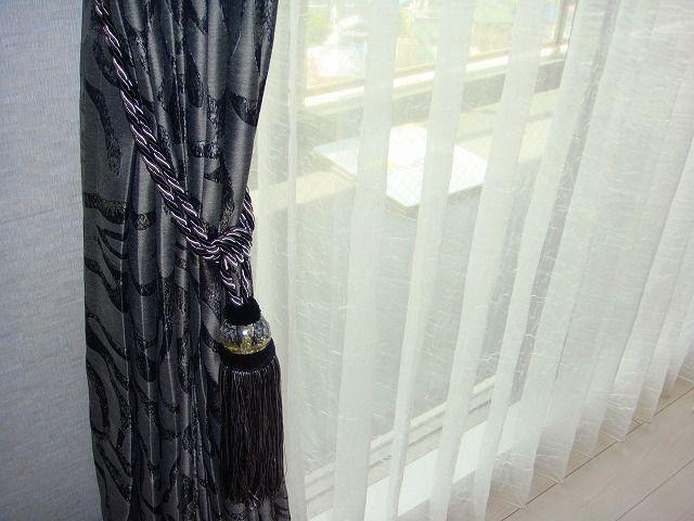 男性好みの黒のカーテン 品川区F様邸 | オーダーカーテンやおしゃれな ... 黒のタッセル モダン 男性好みのカーテン