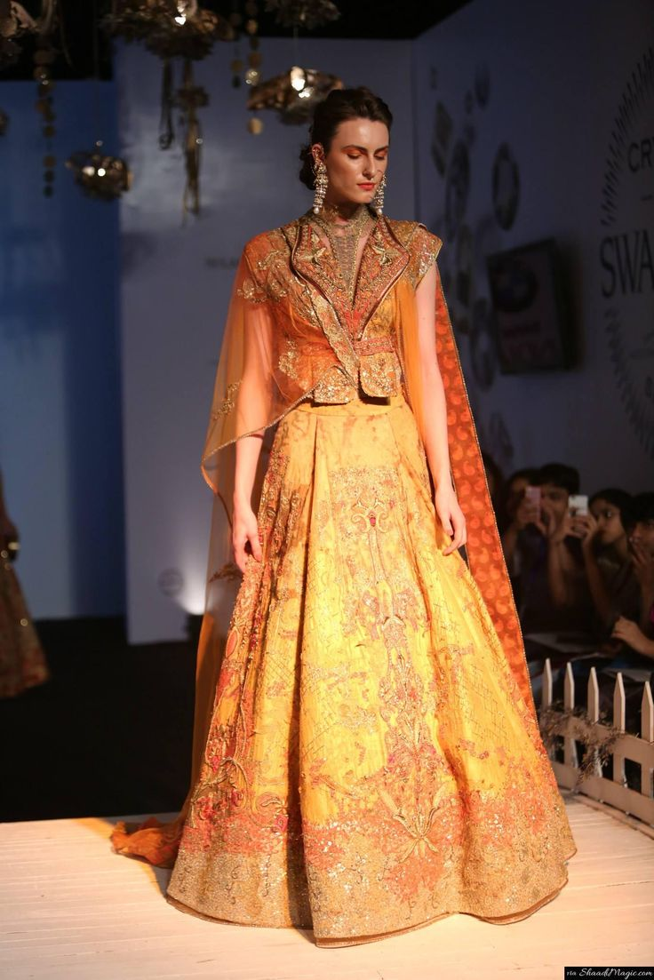 The most captivating part of this entire assemblage is its collared shirt cum blouse. Sulakshna Monga was avant garde of the 'cholis', atleast for this particular show.