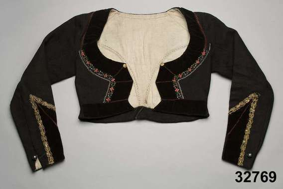 Tröja i vadmal med dekor av sammetsband, Skytts, 1830-50. Nordiska Museet, nr. NM.0032769