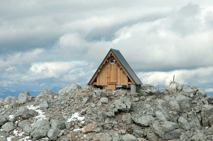 Bivacco Luca Vuerich, 2531 m, Foronon del Buinz.