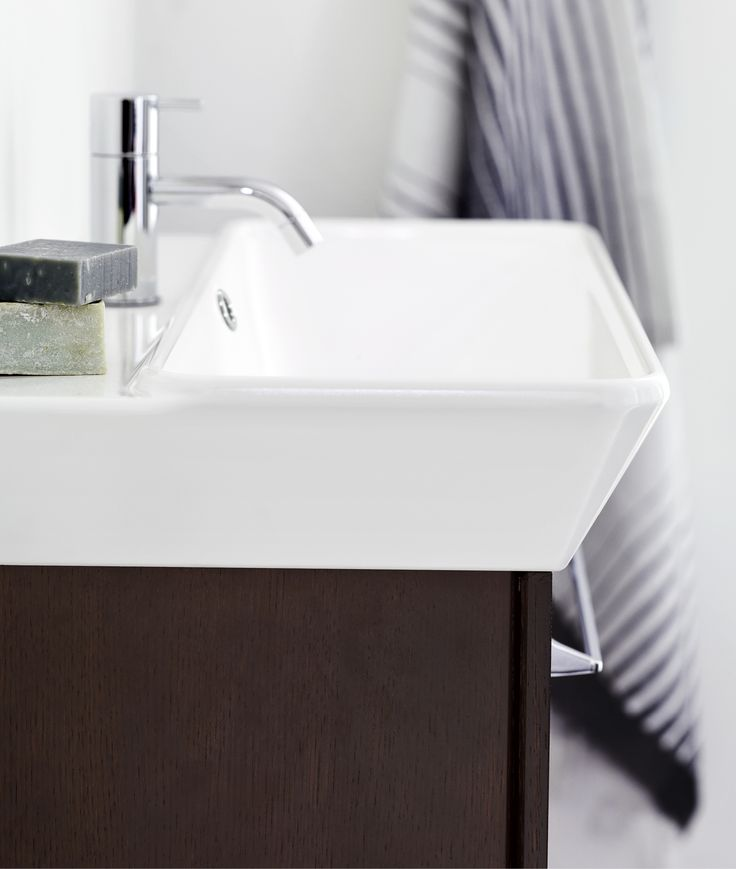 Calidris Small washbasins and vanity units for small rooms or discreet solutions.