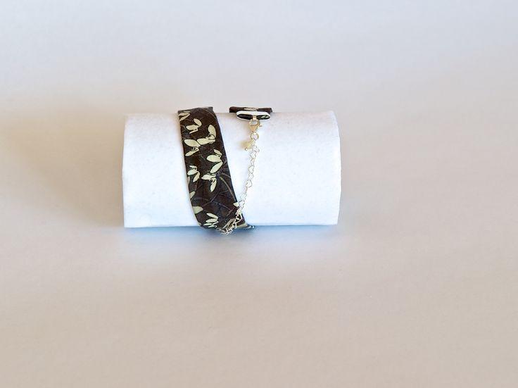 Original pulsera de tela, plata de ley y cristal de Swarovski. #Handmade #DIY #Craft #Hechoamano #LibertyPrint  #SewLiberty