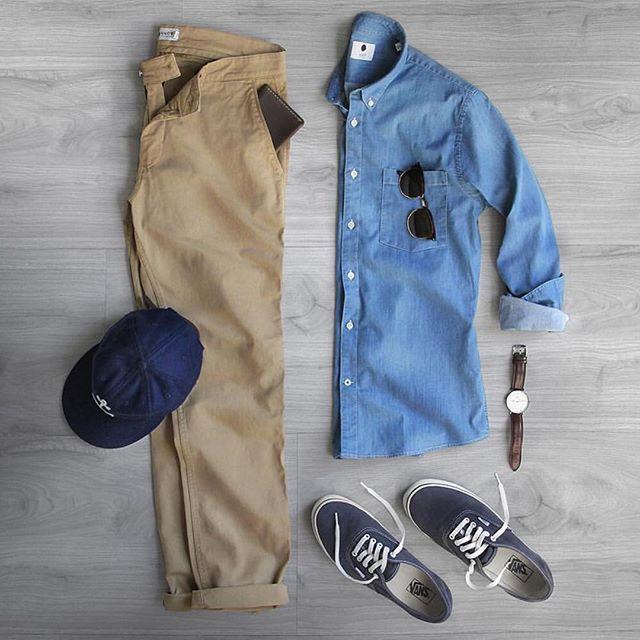 Die: Navy Sebago + beige chinos + lightblue shirt + navy cap