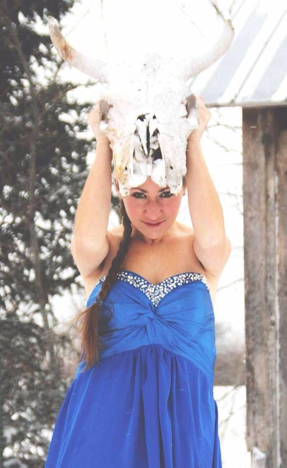 Cow Winter Queen !!! Dress in the snow !!!