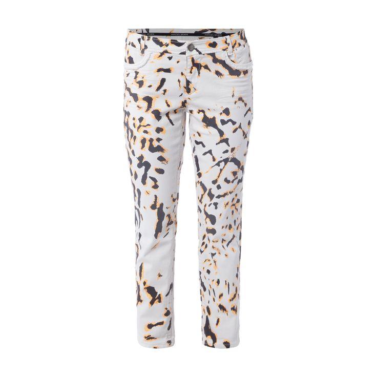 Marc Cain Sports Skinny Fit 5-Pocket-Jeans mit Leopardenmuster für Damen - Damen 5-Pocket-Jeans von Marc Cain Sports, Baumwollmischung mit Stretch-Anteil, Schmal zulaufendes Bein, Neonfarbenes Leopardenmuster, Bund mit Gürtelschlaufen, Knopf- und Reißverschluss, Ausgefranste Taschen, Label-Patch und -Fähnchen, Bundweite bei Größe 4: 82 cm, Innenbeinlänge bei Größe 4: 68 cm