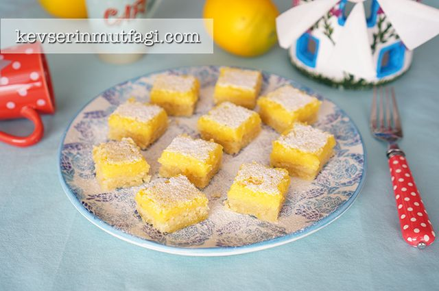 Limonlu Barlar - Malzemeler: Tabanı İçin; 2 su bardağı un, 175 g küçük doğranmış tereyağ, donmuş halde, 2 yemek kaşığı şeker 1 limon rendelenmiş kabukları