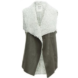 Wrap the Dylan Women's Vintage Vest around your core for a retro look, smooth comfort, and the warmth you need from fall to spring.