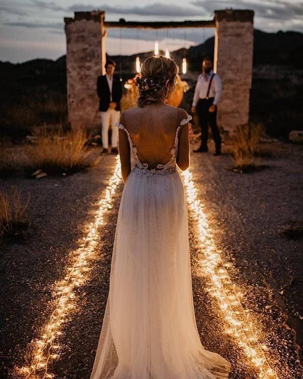 """Rústico Casamento on Instagram: """"O sonho de muitas noivas é reaizar um casamento ao ar livre durante o entardecer.  As formas de iluminar a cerimônia são diversas, esse…"""""""