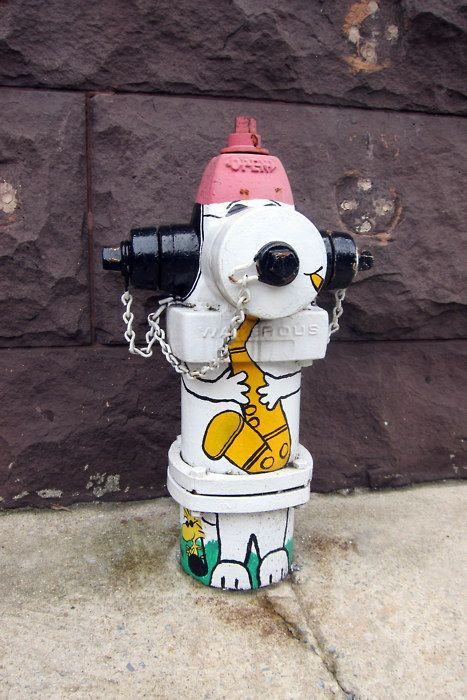 ha. so cool. a Snoopy fire hydrant.
