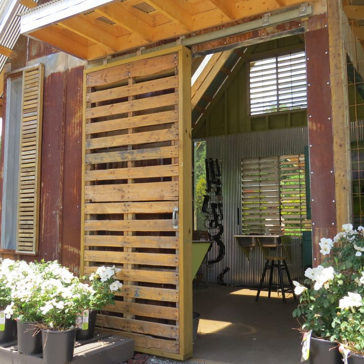 #PALLETS: Love this door made from pallets - http://dunway.info/pallets/index.html