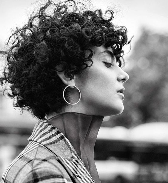 26 Cute And Attractive Hairstyles For Quick Curly Hair : Do not Miss