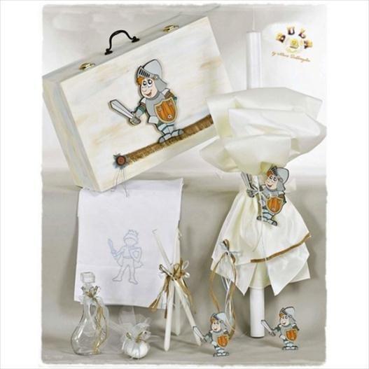 Το πακέτο περιλαβμάνει:  Ξύλινο κουτί ζωγραφισμένο στο χέρι, με ξύλινο διακοσμητικό ιππότη Λαμπάδα Σετ λαδόπανα ιππότης(περιέχει:πετσέτες,σεντόνι,εσώρουχα) Μπουκαλάκι Σαπουνάκι 3 κεράκια κολυμπήθρας Διαβάστε περισσότερα: http://www.oraxaras.com/
