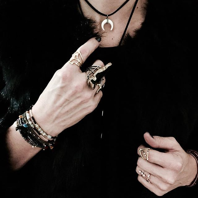 Jewelry details ❤️ Necklace and stellars rings  @baublebar  Bracelets @shashinyc  Black ring @christinarosejewelry  Happy evening babes  . #jewelry #ring #bracelet #boho #rock #bohemian #ootd #outfit #littlebohoblog #blogger #look #blogueuse #mode #lille #black #baublebar #shashi