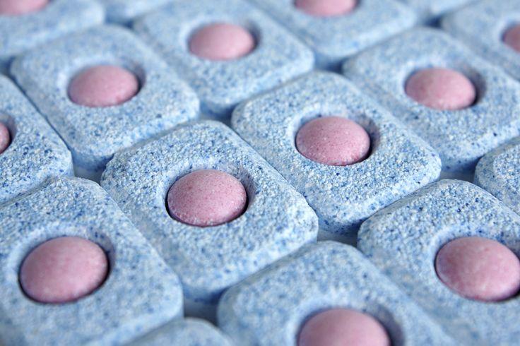 Come fare le pastiglie per la lavastoviglie in casa - Economiche ed ecosostenibili, con una ricetta semplice, ecco come fare le tabs per la lavastoviglie.