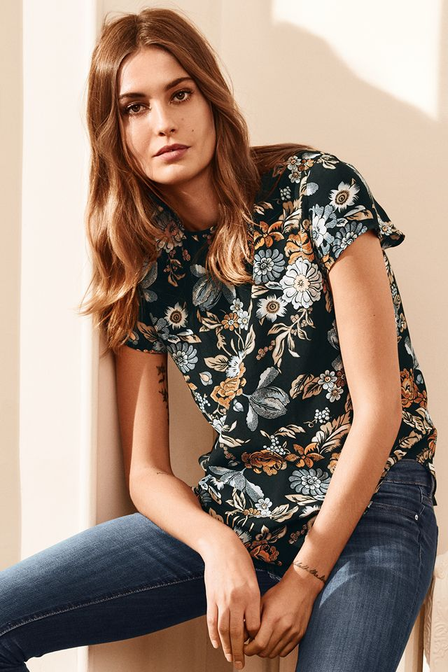 H&M: Standout jeans, not-so-basic jersey and rich florals create a modern take on the retro denim wardrobe. | H&M Everyday