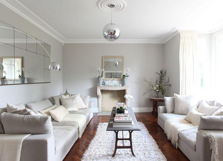 Зеркала в интерьере гостиной для расширения пространства