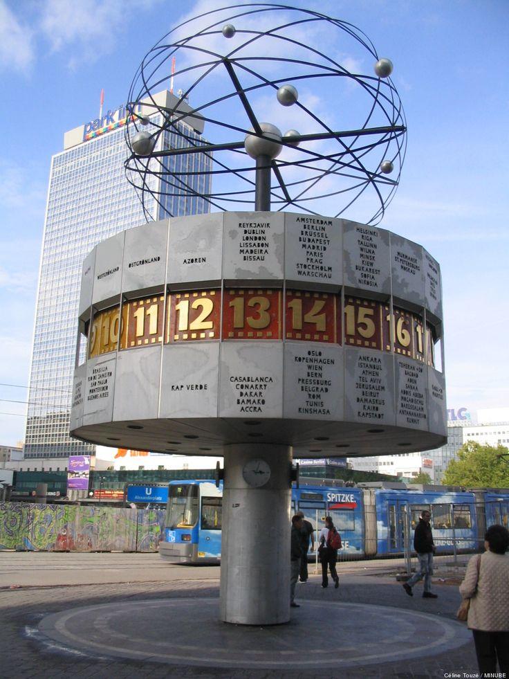 El Weltzeituhr es un reloj situado en la céntrica plaza berlinesa de Alexanderplatz. Este reloj mundial, que muestra cada uno de los 24 huso...
