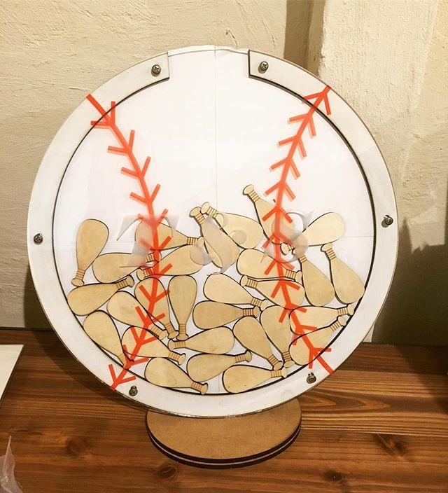 結婚式でゲストの皆さんにメッセージを書いて入れてもらうハートドロップスってやつ( *´꒳`* ) 野球ボールVer.♪ 自分の結婚式の時にもやりたかったなー( .. )  #結婚式 #ハートドロップス  #ウェルカムボード #ウェルカムスペース  #メッセージ #野球 #野球ボール  #オーダー