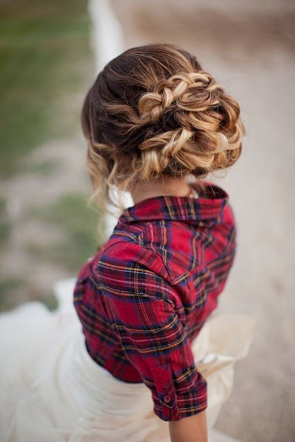 flannel shirt + wedding dress?! love.