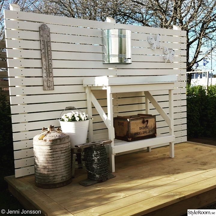 trädgård trädäck plank vitt snickra koloni,plank,trädgård,trädgårdsdesign,trädäck,vitt,vintage