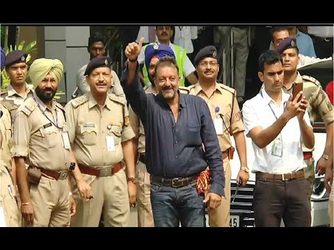 WATCH Sanjay Dutt arrives at Mumbai Airport after being released from Pune's Yerwada Jail. See the full video at : https://youtu.be/JEbEG3C01aQ #sanjaydutt